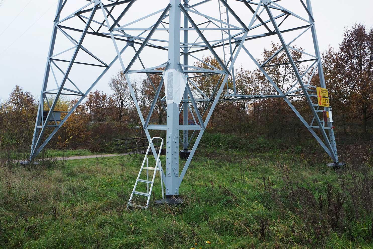 EnergieCultuur-EnergieKultur stroom Enschede; foto van frottage van hoogspanningsnet Enschede